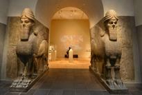 公元前8世纪的亚述文化已经消亡,这对神兽却依然活跃在世界各大著名博物馆的门口!好多人去大英博物馆参观,只为和它合一张影!